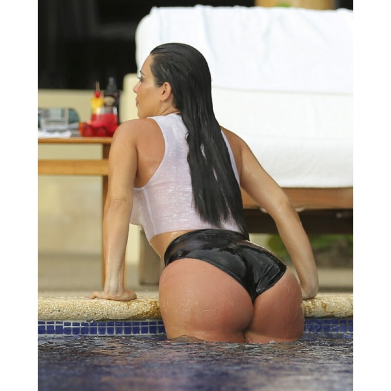 Muy hot, así lució Kim Kardashian mientras se relajaba en su luna de miel.