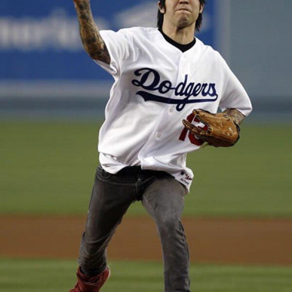 Pete Wentz, ex de Ashlee Simpson, le va a los Dodgers, uno de los equipos con más afición en México.