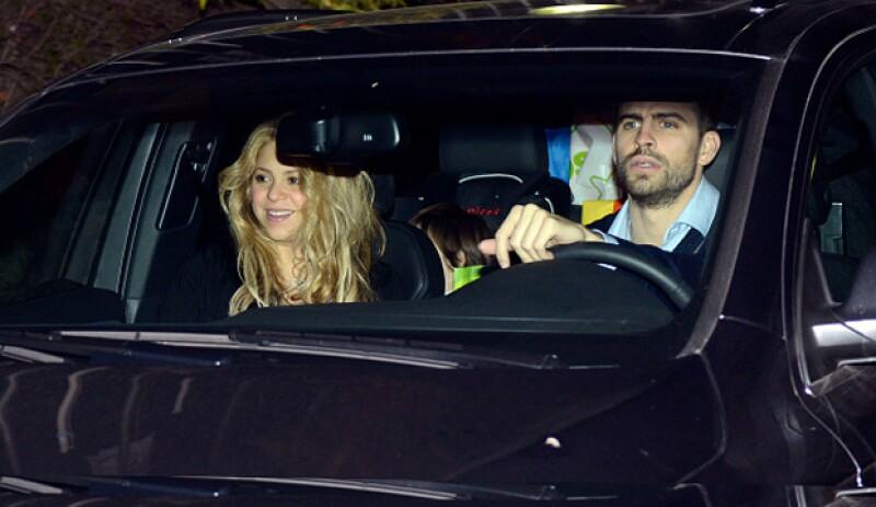 Desde ayer, los paparazzi rodean la Clínica Teknon, en Barcelona, donde afirman que la familia Piqué Mebarak tiene reservado un piso para su segundo parto, como en el nacimiento de Milan.
