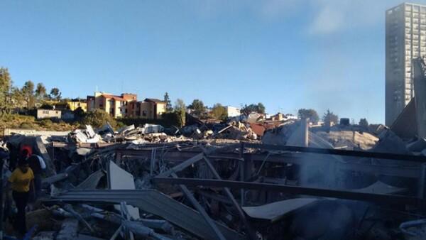 Hay almenos seis menores que están atrapados entre los escombros.