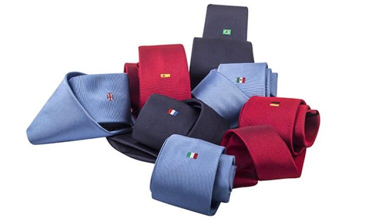 La corbata es la prenda que pone el toque de distinción y atracción en la indumentaria. Busca que sea de seda pura, se valen colores contrastantes y las lisas son un básico.