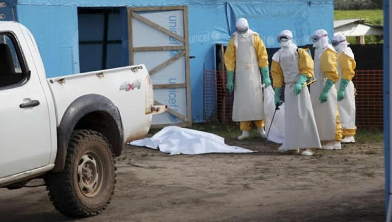 ébola médicos atención