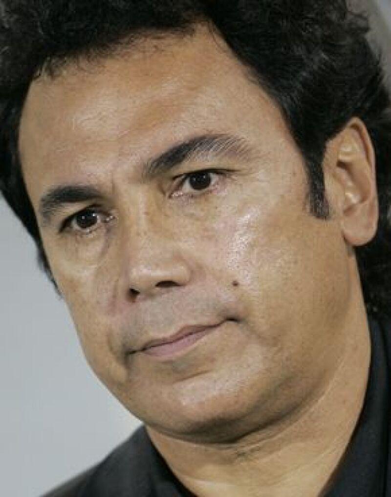 El hijo del ex director técnico se retractó de acusarlo de golpeador, meterialista e infiel.