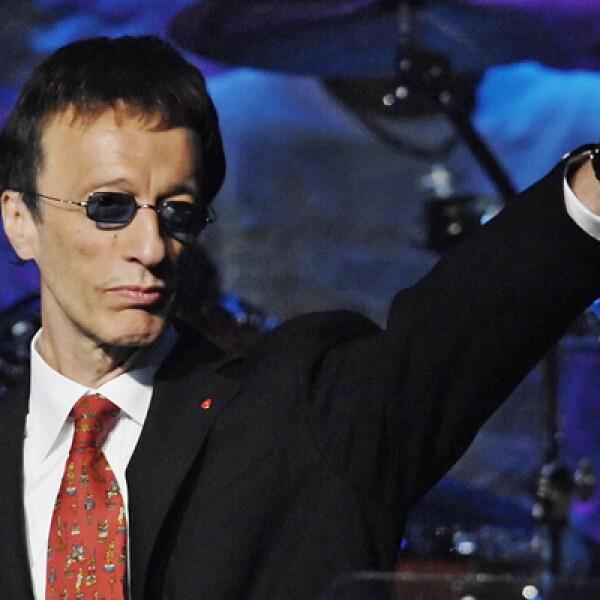 Tres días después de la muerte de Summer, Robin Gibb, uno de los hermanos que formó la banda Bee Gees, perdió la vida.