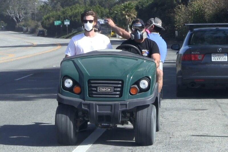 Liam Hemsworth visitó la zona de desastre.