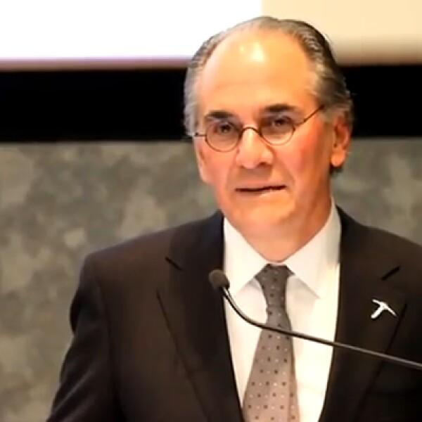 Fue secretario de Comercio y Fomento industrial de México de 1994 a 2000.