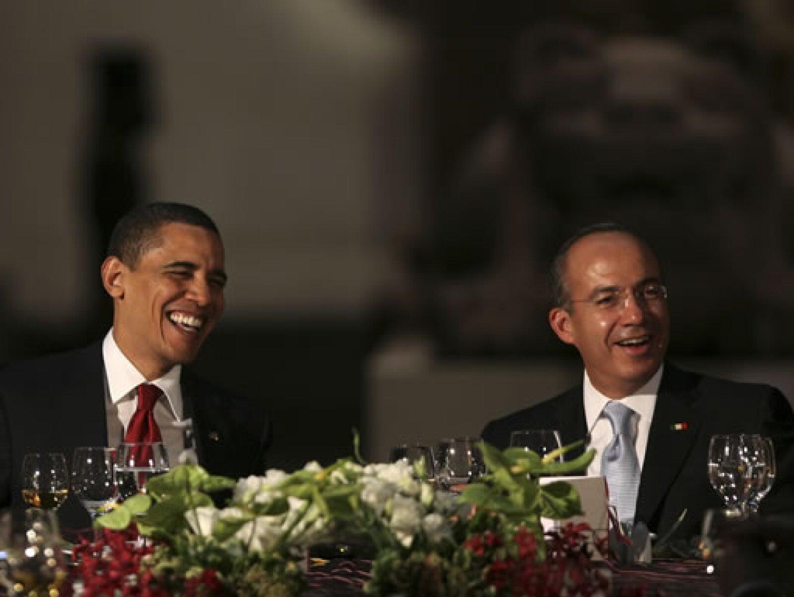 El presidente de EU, Barack Obama, y su homólogo mexicano, Felipe Calderón, cerraron con la cena las actividades del primer día de visita a México del mandatario estadounidense.