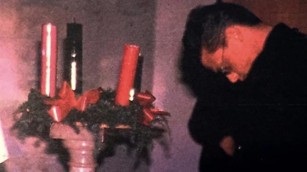 Luis Miguel ante la urna de su padre