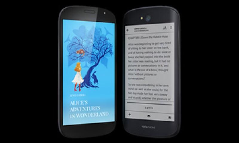 El Yotaphone 2 usa tinta electrónica que no refleja la luz del sol. (Foto: Tomada de yotaphone.com)