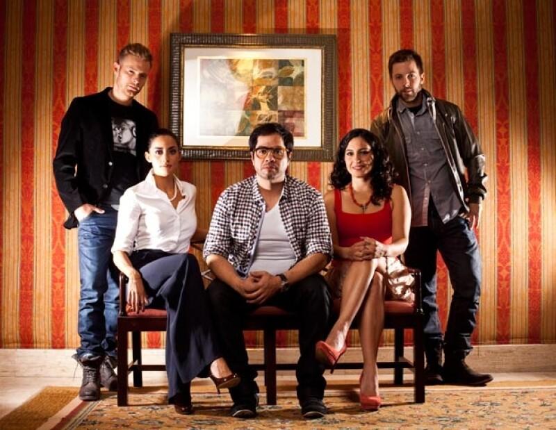 Luis Ernesto Franco y parte del elenco de la película Los Inadaptados en una sesión para Quién.com.