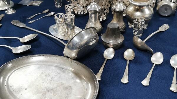 utensilios de cocina en plata