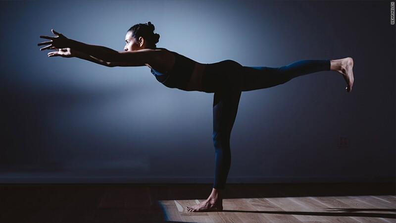 Pantalones inteligentes para mejorar posturas de yoga