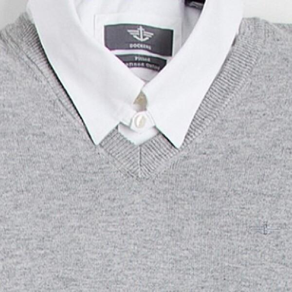 Los suétres de tejidos naturales, como la lana y el cachemire, en cuello V combinan con camisas y polo.