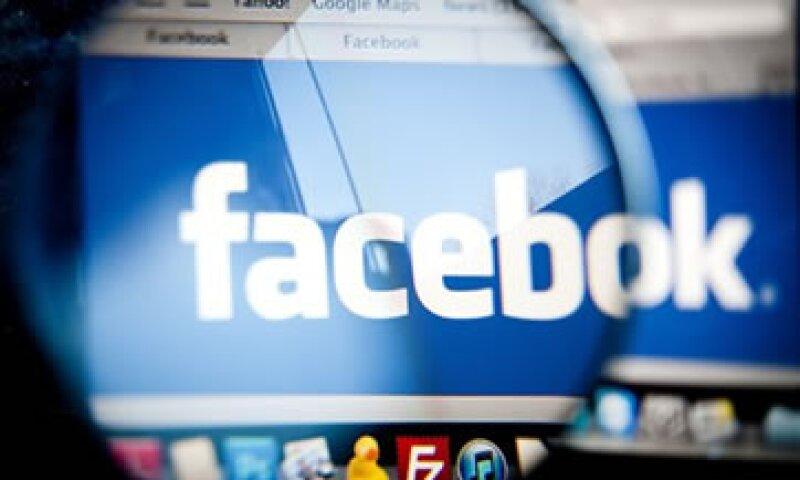 Ejecutivos de Facebook argumentaron que debían ir a Bolsa por una norma de la SEC relativa al número de accionistas en una empresa.  (Foto: AP)