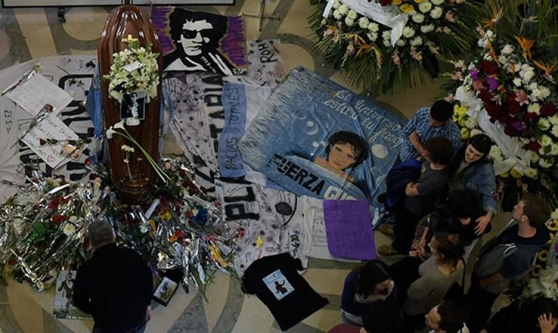 Miles de personas se dieron cita en la Legislatura de Buenos Aires para despedir al ícono del rock.