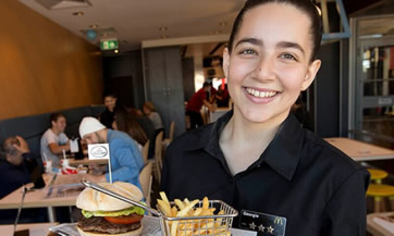 La empresa ofrece servicio a la mesa en restaurantes de Australia, France y Alemania. (Foto: Cortesía CNNMoney McDonalds )