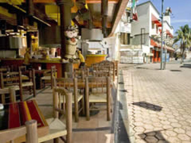 Algunos restaurantes en Cancún se encuentran desolados (Foto: Notimex)