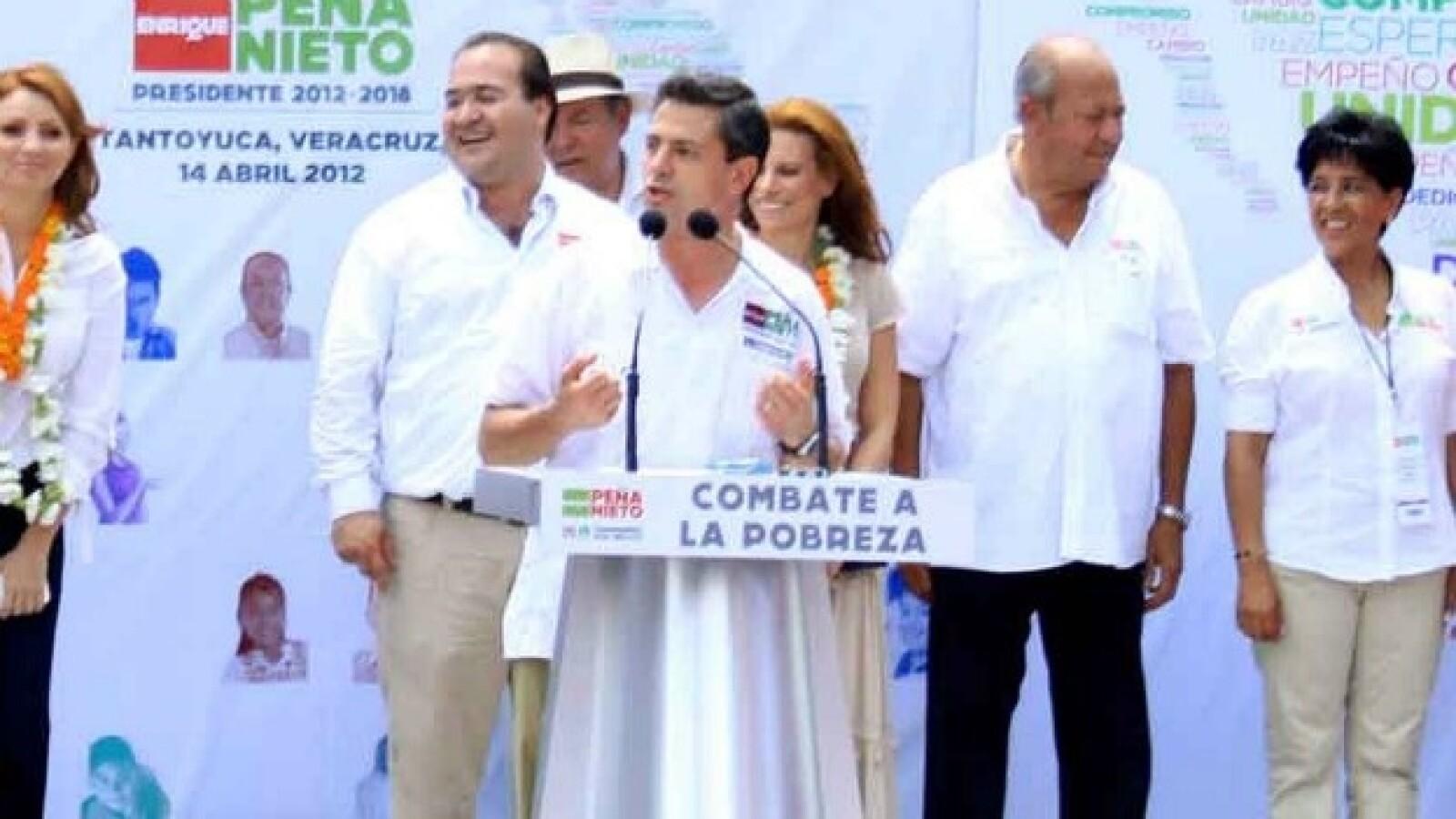 Peña Nieto fue recibido por Carlos Romero Deschamps en Veracruz
