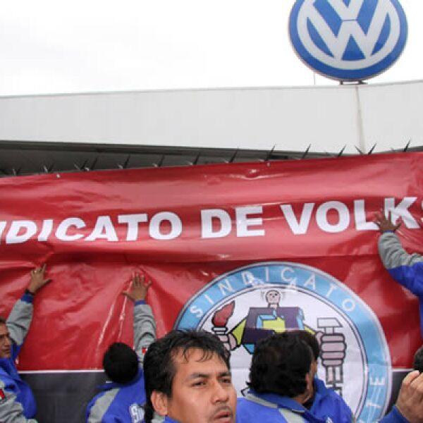 Volkswagen de México y el sindicato sobre la revisión salarial, tras ocho días de negociación no alcanzaron un acuerdo el martes estalló la huelga en la planta de Puebla.