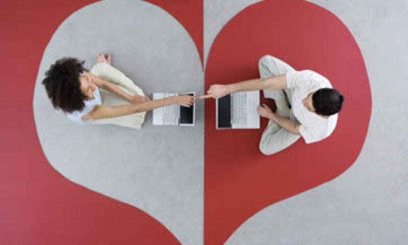 90% de los estudiantes con Internet han usado redes sociales para espiar a sus parejas. (Foto: Getty Images)