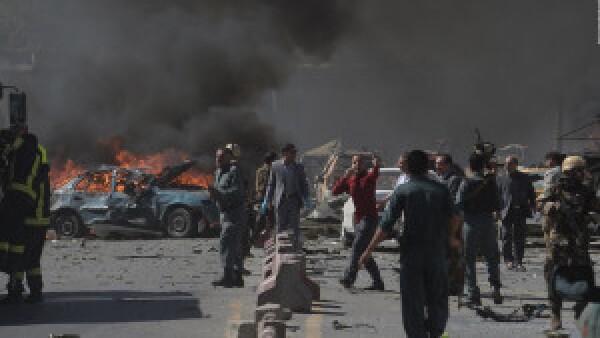 Atentado suicida en Kabul, Afganistán, deja 80 muertos