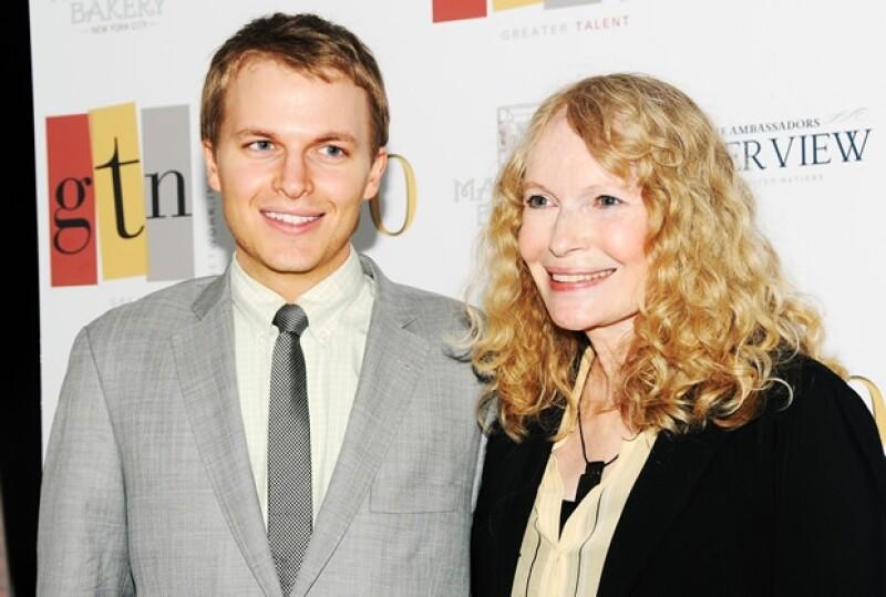 Ronan y Mia Farrow en mayo de 2012.