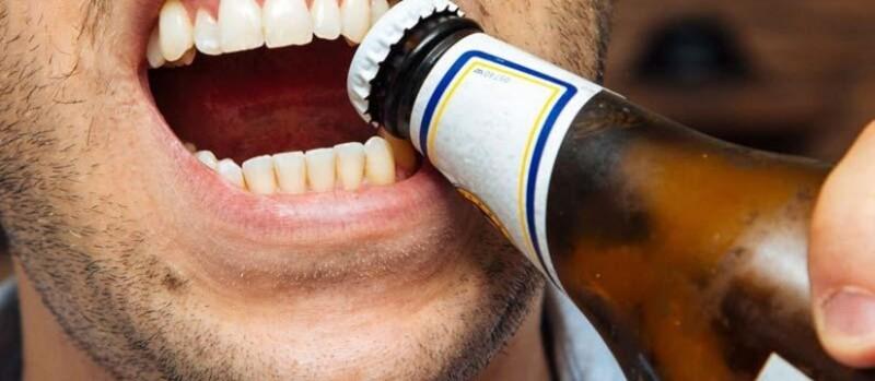 Con los dientes
