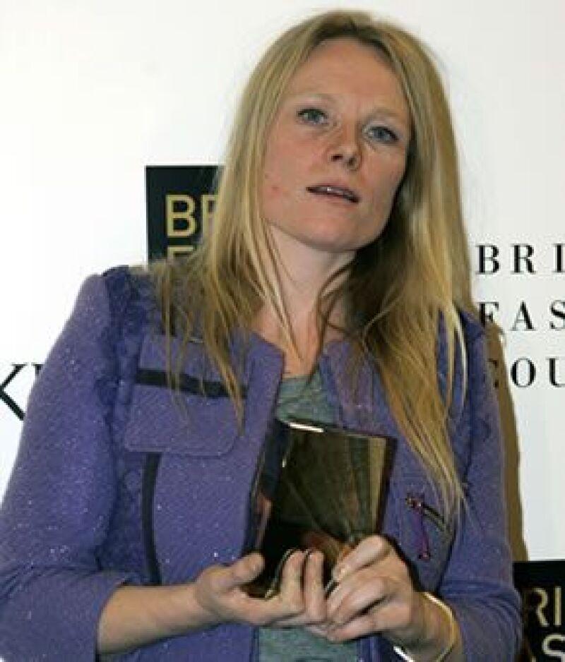 La diseñadora londinense se corona como Diseñadora del Año en los British Fashion Council Awards.