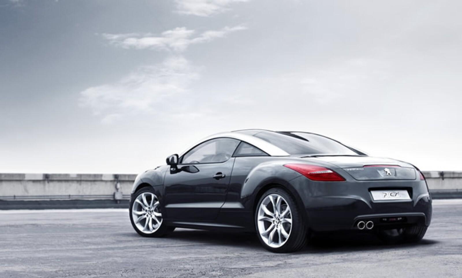 En Europa se comercializará una versión híbrida de este vehículo, con emisiones de 165g/km de bióxido de carbono.