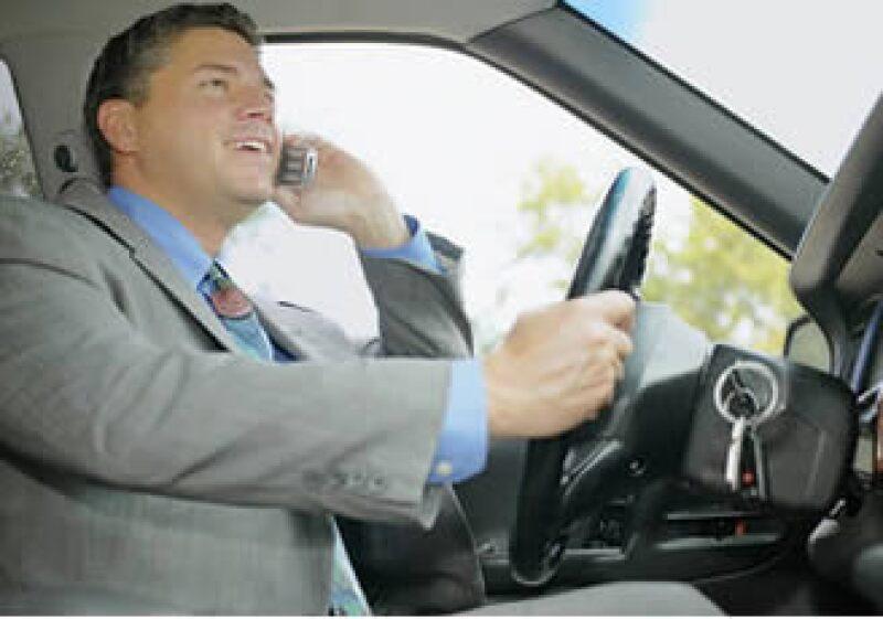 Casi el 75% de las personas encuestadas por Intel dijeron odiar que la gente use el celular mientras conduce. (Foto: Jupiter Images)