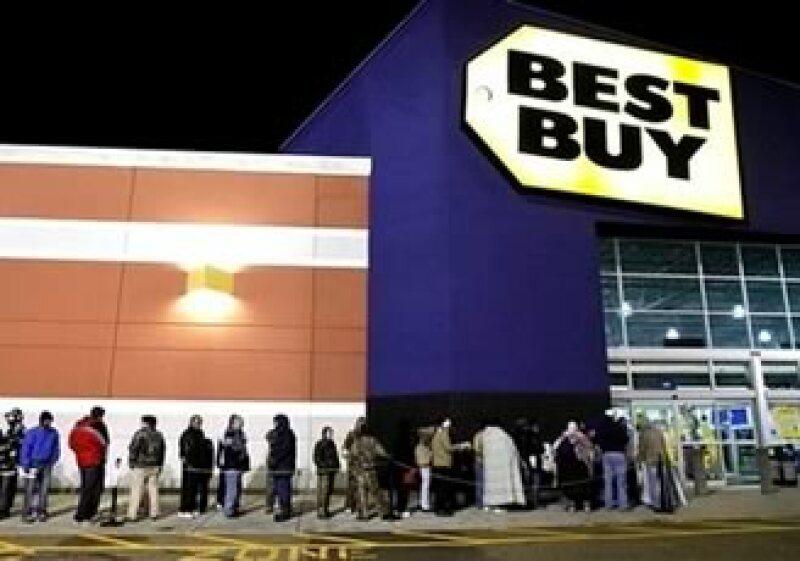 Best Buy busca superar a Wal-Mart en ventas, enseñando a sus clientes a sincronizar todos sus dispositivos electrónicos. (Foto: AP)