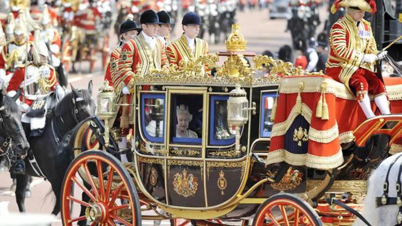 isabel ii viaja parlamento carruaje caballeria real
