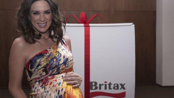 La guapa Jacky Bracamontes con ocho meses de embarazo.