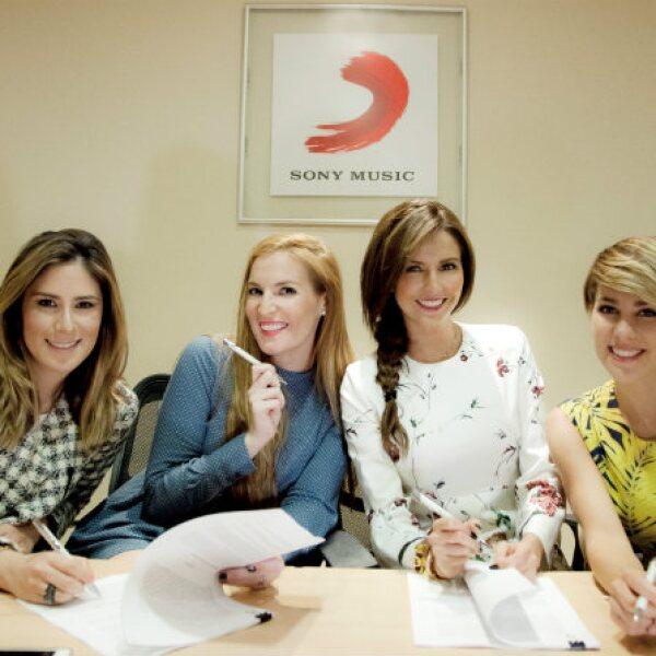 Melissa, Angie, Karla y Regina en su reciente firma de contrato con Sony Music.