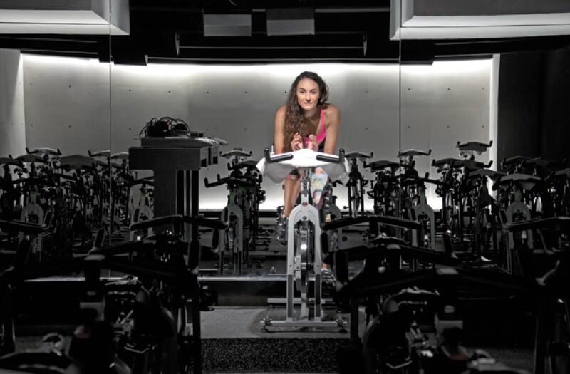 El estar a oscuras la mayor parte de la clase permite que los riders se desinhiban.