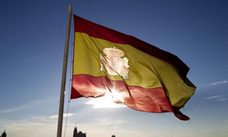La semana pasada S&P rebajó la calificación de España en dos escalones a BBB-, apenas arriba del territorio basura. (Foto: AP)