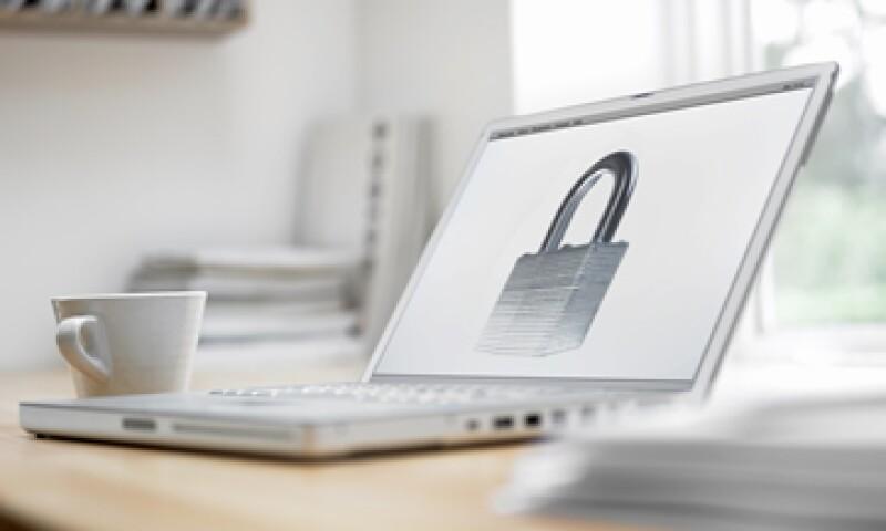 Para evitar ser espiado por algún sitio o aplicación es recomendable leer las letras pequeñas de los contratos. (Foto: Getty Images)