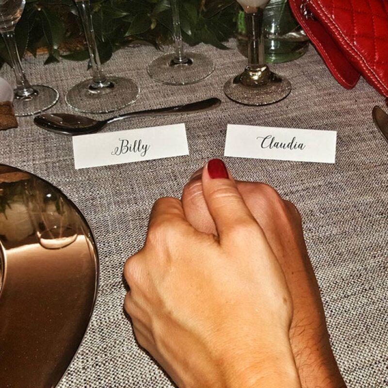 Las manos de los futuros esposos.