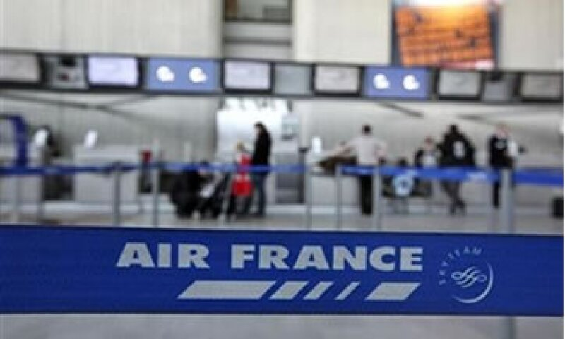 La huelga se suma a los problemas de tráfico aéreo por las bajas temperaturas en toda Europa. (Foto: Reuters)