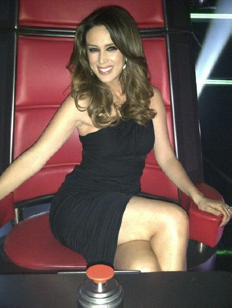 Jacky también tuvo la oportunidad de sentarse en las sillas de coach aunque es la conductora del programa.