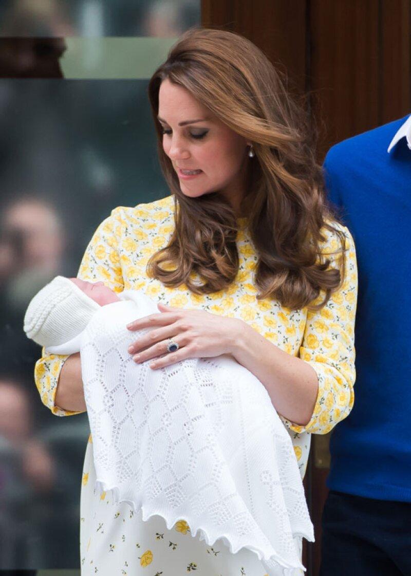 Desde la madrugada, el Twitter oficial del Palacio Real fue dando todos los detalles sobre la llegada del nuevo miembro de la familia de los duques de Cambridge.
