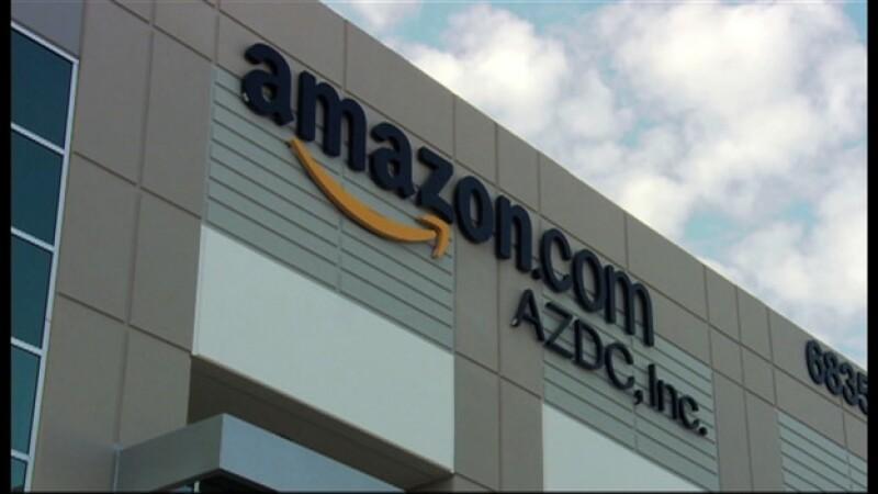 Una bodega de Amazon en Phoenix, Arizona; la compañía presentó este miércoles su teléfono inteligente