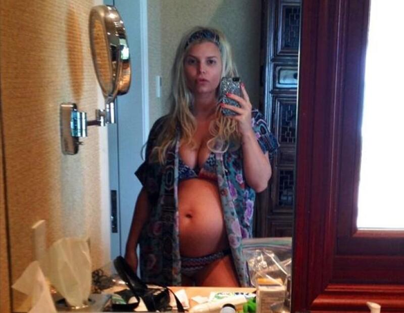 """A pesar de que ella no ha gritado a los cuatro vientos """"estoy embarazada"""" ya está más que confirmado que la actriz, cantante y empresaria está esperando su segundo hijo."""