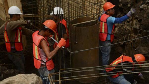 Construcci�n de pozo en Picacho