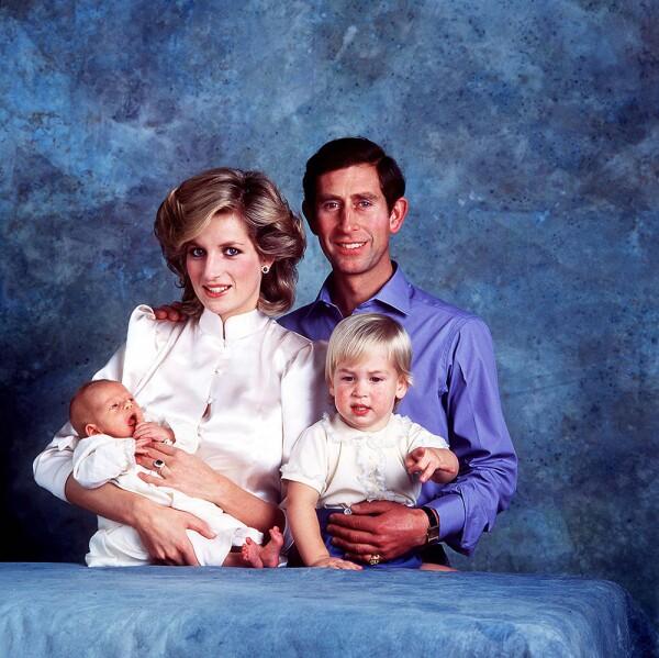 Princesa Diana, príncipe Carlos, William y Harry