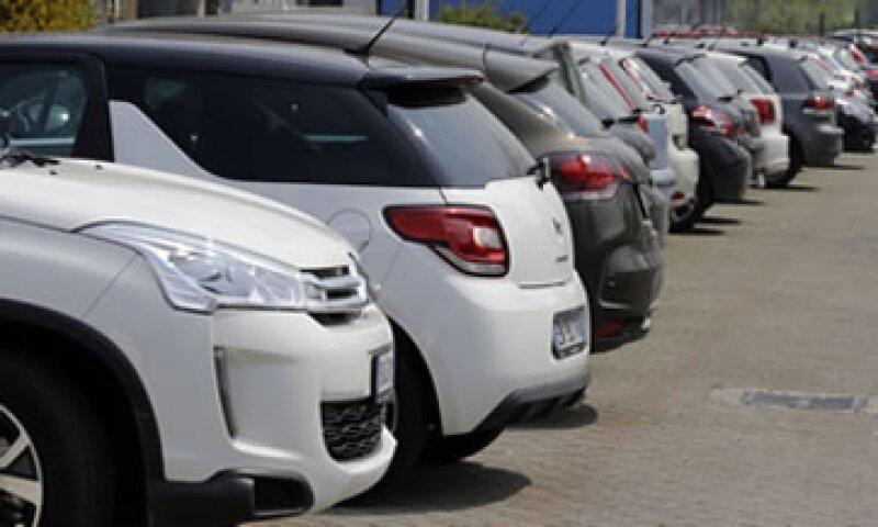 Las marcas francesas e italianas dependen mucho de los compradores de autos en el sur de Europa. (Foto: AP)