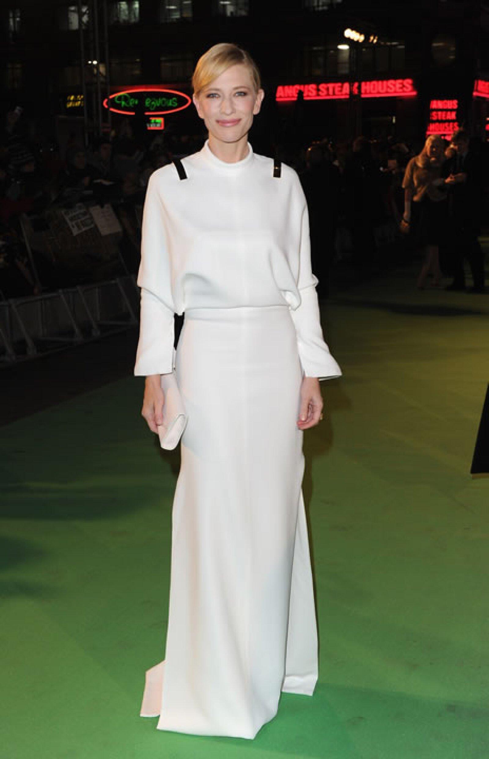 Cate Blanchett- `Este vestido es como Elton John desnudo. Pliegues pálidos al frente y un agujero enorme atrás´.