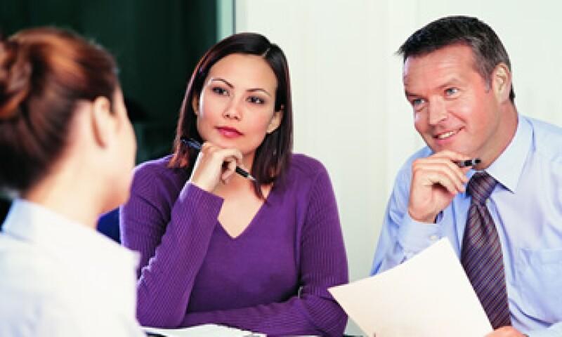 Pregunta a tu reclutador qué es lo que más le gusta de trabajar en esa empresa y demostrarás que deseas comprender su situación. (Foto: Thinkstock)