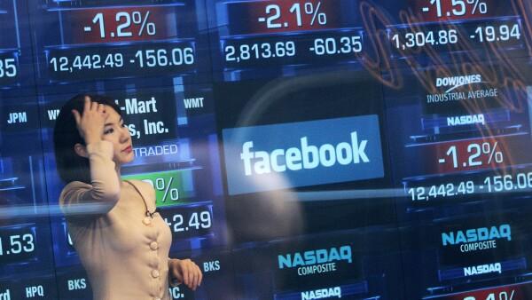 Facebook ha superado con creces en los mercados a sus adversarios en redes sociales, Twitter y LinkedIn.