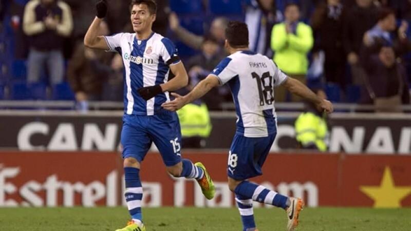 El defensa mexicano Héctor Moreno festeja su gol